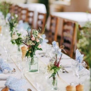 Foto de una mesa de boda por fotos de Lanty en Unsplash