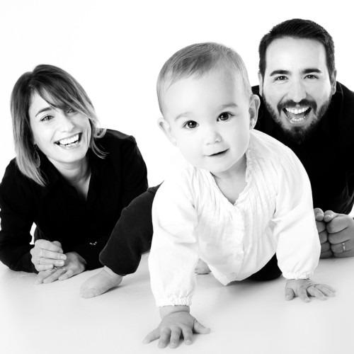 Imagen de una familia joven por serrano1004 de Pixabay