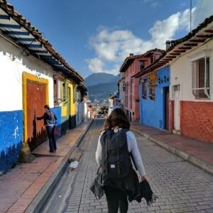 Foto de una calle en Bogotá, Colombia por Michael Barón en Unsplash