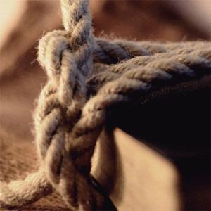cuerda tendida en una biblia