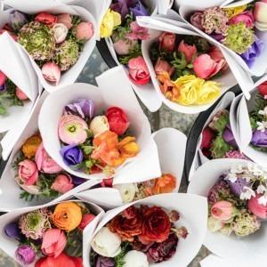 Foto de ramo de flores por Zoe Schaeffer en Unsplash