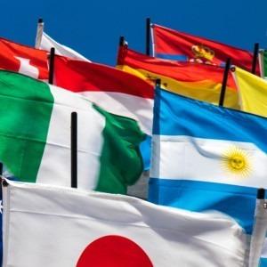 Foto de banderas de Jason Leung en Unsplash