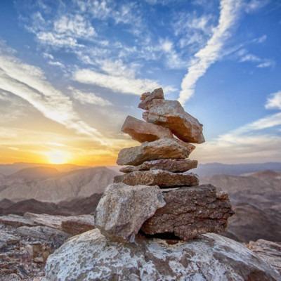 Imagen de montañas y formación rocosa por Gidon Pico de Pixabay