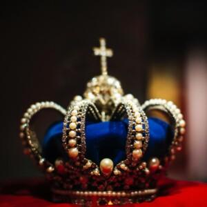 Foto de una corona de reyes por Markus Spiske en Unsplash