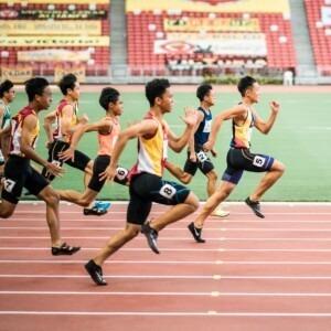 Foto de hombres corriendo una carrera por Jonathan Chng en Unsplash
