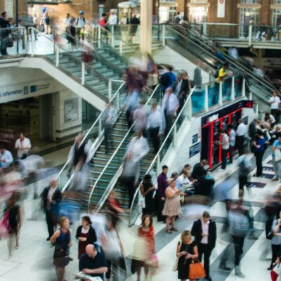 A picture of people rushing around a mall.