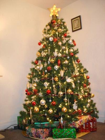 Deber amos los cristianos tener un rbol de navidad for Cuando se pone el arbol de navidad