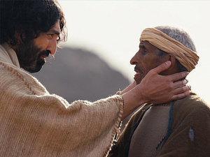 Jesús sana un hombre sordo